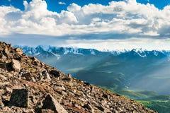 Vue de l'arête de nord-Chuya dans Altai, Sibérie, Russie Photos stock