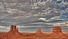 Vue de l'Arizona de vallée de monument au coucher du soleil Image stock