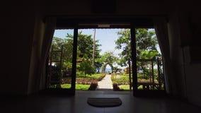Vue de l'hôtel à la mer banque de vidéos