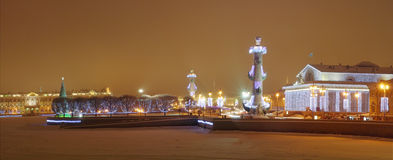 Vue de l'hiver de rue - Pétersbourg, Russie Images stock