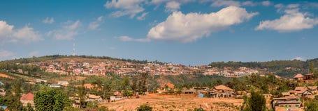 Vue de l'horizon accidenté dans Nyamirambo, une partie périphérique de Kig image stock