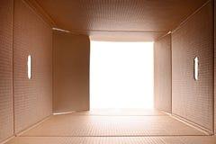 Vue de l'intérieur d'une boîte en carton Images libres de droits
