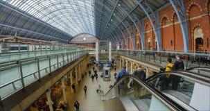 Vue de l'intérieur de la station de Saint-Pancras à Londres image libre de droits