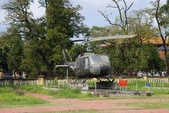 Vue de l'Iroquois universel américain de Bell UH-1 d'hélicoptère en Hue, Vietnam Images stock