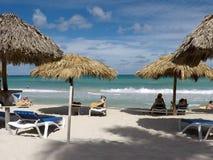 Vue de l'océan Côte atlantique du Cuba La plage du sable blanc fin Varadero images stock