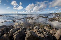 Vue de l'océan pacifique de la côte rocheuse de Hanga Roa photo libre de droits