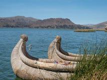 Vue de l'Uros flottant les îles tubulaires, le Lac Titicaca, région de Puno, Pérou Photographie stock libre de droits