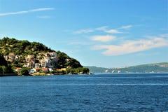 Vue de la baie de Kotor de la mer image libre de droits