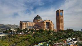 Vue de la basilique du tombeau national de notre Madame d'Aparecida images libres de droits