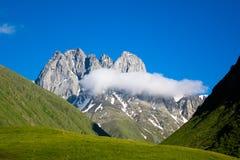 Vue de la belle vallée de montagne de Chauchi Photographie stock libre de droits