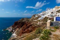 Vue de la belle ville de l'île d'Oia Santorini, Grèce Images libres de droits