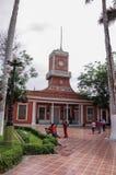 Vue de la bibliothèque municipale et du Parque de Barra de ville de Barranco photographie stock libre de droits