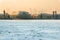 Vue de la broche de Vasilyevsky Island à St Petersburg Russie Photos stock
