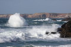 Vue de la côte de plage dans Algarve, Portugal Photographie stock