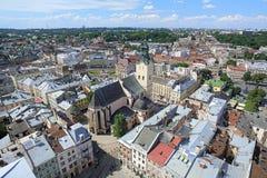 Vue de la cathédrale latine de la tour de la ville hôtel, Ukraine de Lviv Photographie stock
