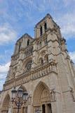 Vue de la cathédrale de Notre Dame de Paris avant le feu d'avril 2019 images libres de droits