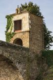 Vue de la chapelle de neige dans Portomarin dans la province de Lugo, point fondamental sur le chemin à la route française de S photographie stock