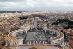 Vue de la coupole de la cathédrale du ` s de Vatican St Peter images libres de droits