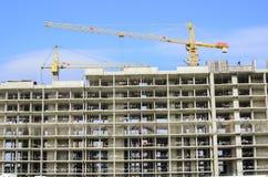 Vue de la façade à la maison en construction Photographie stock libre de droits