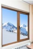 Vue de la fenêtre avec des abat-jour Photographie stock libre de droits