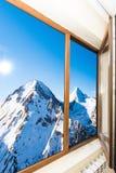 Vue de la fenêtre avec des abat-jour Images libres de droits