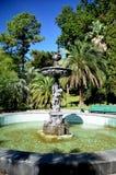 Vue de la fontaine dans la ville d'arborétum de parc de Sotchi Photos stock