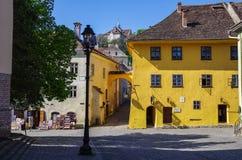 Vue de la maison de couleur ocre - le lieu de naissance de Vlad Dracula C'était lui dont a inspiré Bram Stoker à la création fict photo libre de droits