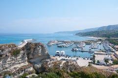 Vue de la marina de Tropea Calabre Italie images stock