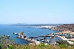 Vue de la Mer d'Oman et de jetée de fort de Ratnadurg, Ratnagiri, maharashtra, Inde photos stock
