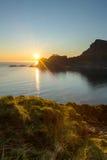 Vue de la mer et des montagnes de la montagne Photo libre de droits