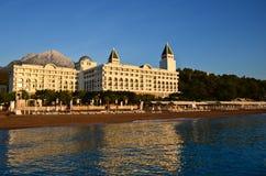 Vue de la mer sur l'hôtel Images libres de droits