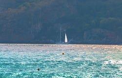 Vue de la mer sur la plage de Grenade images stock