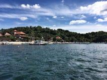 Vue de la mer vers l'île de Bali Image stock