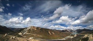 vue de la montagne s de lac d'oeil d'oiseau Image libre de droits
