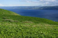 Vue de la montagne vers la mer de la Galilée photo stock