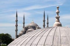 Vue de la mosquée bleue du toit de Hagia Sophia Images libres de droits