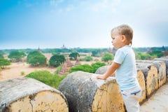 Vue de la pagoda de Shwesandaw Photographie stock libre de droits