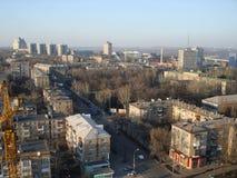 Vue de la partie nord de Donetsk avec une vue de primevère farineuse Images libres de droits