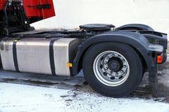 Vue de la pièce de châssis du camion Des accouplements évidents de la cinquième roue sont adaptés à une unité de tracteur pour la photo libre de droits