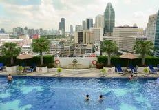 Vue de la piscine d'infini Photos libres de droits