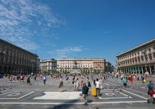 Vue de la place de cathédrale ou du Piazza del Duomo des Di Milan de Milan Cathedral ou de Duomo images stock