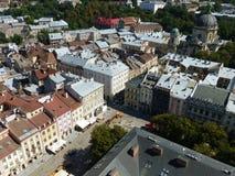 Vue de la place du marché de l'Hôtel de Ville à Lviv photographie stock