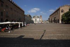 Vue de la place principale de Mantua, Italie images libres de droits