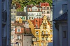 Vue de la place de théâtre et de la station thermale à Karlovy Vary photo libre de droits