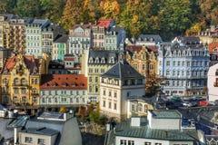 Vue de la place de théâtre et de la station thermale à Karlovy Vary image libre de droits