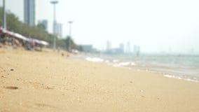 Vue de la plage asiatique urbaine, remblai 4K Tache floue, fond banque de vidéos