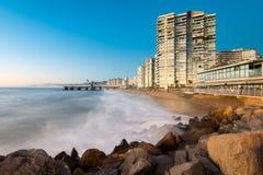 Vue de la plage d'Acapulco et du Muelle Vergara au crépuscule image libre de droits