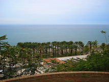 Vue de la plage de Torremolinos de roche Photo libre de droits
