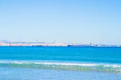 Vue de la plage vers la mer photo libre de droits