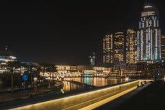 Vue de la plate-forme d'observation aux fontaines de chant et au mail de Dubaï Dubaï, mai 2019 photographie stock